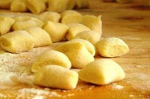 Gli gnocchi a base di patate sono il protagonista dell'estate a San Lorenzo Nuovo